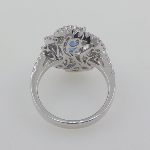 18 k. white gold diamonds & sapphire ring - 4.10 carat