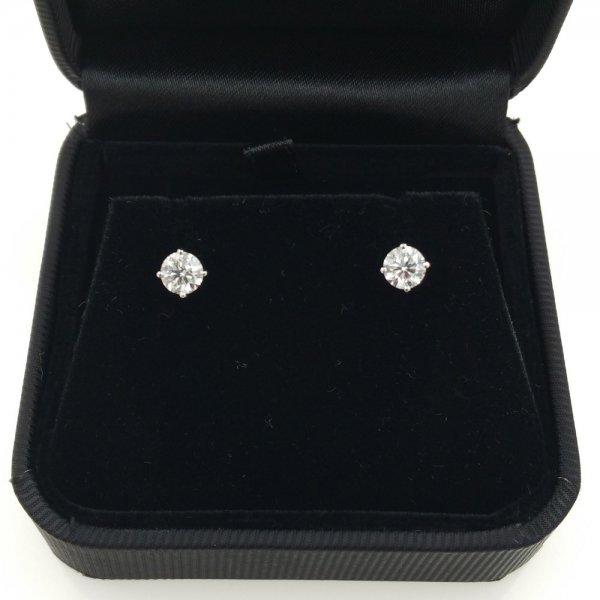 18 k. white gold diamond stud earrings - 1.00 carat